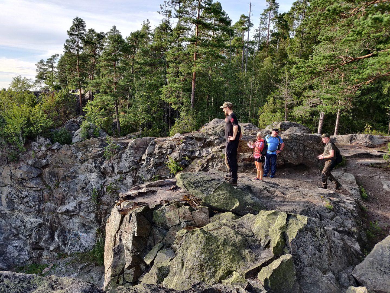 Porin seudun reserviläiset kuntomarssilla Ruosniemessä